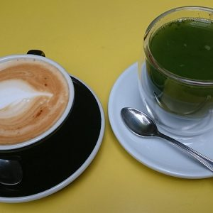 Cappuccino & matcha thee